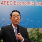下載自路透社 Taiwanese special envoy to the Asia Pacific Economic Cooperation (APEC), People First Party Chairman James Soong speaks during a news conference in Taipei, Taiwan, November 6, 2017. REUTERS/Tyrone Siu - RC16916EEFD0