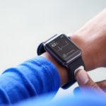首款獲得美國 FDA 批准的智慧配件!AliveCor 推出即時量測心電圖的 KardiaBand