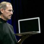 下載自路透社 Apple CEO Steve Jobs introduces the MacBook Air during the Macworld Convention and Expo in San Francisco January 15, 2008. REUTERS/Robert Galbraith - GM1DXAWZKTAA