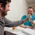 機器戰警第一步 有觸覺回饋的義肢 數年內可望應用
