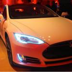 突破想像,Tesla 發布超跑級加速的 Model S P85D