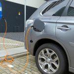 電動車電池與太陽能成本下降飛快,再生能源主宰的日子不遠了?