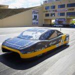 打破電動車續航紀錄的太陽能車 eVe,今年 7 月可望上路!