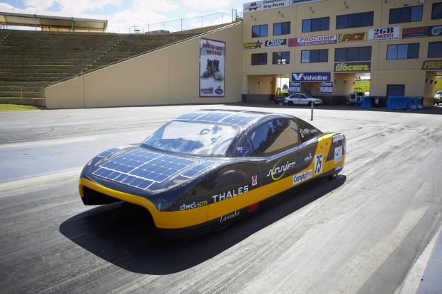 打破電動車續航紀錄的太陽能車 Eve,今年 7 月可望上路! Technews 科技新報
