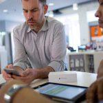 未來 iPhone 將內建 SIM 卡,蘋果變身通訊商