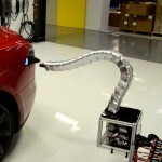 自動充電有譜?特斯拉為 Model S 設計的「機器蛇」原型現身