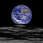 美得令人屏息!NASA 帶你從月球看「地球升起」