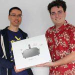 眾籌 4 年之後 Oculus Rift 出貨,送貨員竟然是 Oculus 創辦人