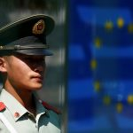 下載自路透 A Chinese guard stands in front of the European flag as he keeps watch at the Delegation of the European Union to China in Beijing, July 13, 2016.  REUTERS/Thomas Peter - RTSHNYD