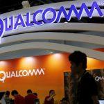 下載自路透 Qualcomm's logo is seen at its booth at the Global Mobile Internet Conference (GMIC) 2015 in Beijing, China, April 28, 2015. REUTERS/Kim Kyung-Hoon  - RTX1ALJD