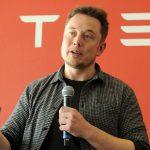下載自路透 Founder and CEO of Tesla Motors Elon Musk speaks during a media tour of the Tesla Gigafactory, which will produce batteries for the electric carmaker, in Sparks, Nevada, U.S. July 26, 2016.  REUTERS/James Glover II - RTSJT6T