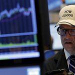圖片來源:《達志影像》 圖片取自路透社 Traders work on the floor of the New York Stock Exchange (NYSE) in New York City, U.S., July 20, 2016.  REUTERS/Brendan McDermid - RTSIVSR