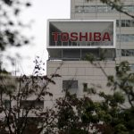 下載自路透 The logo of Toshiba Corp is seen behind trees at its headquarters in Tokyo, Japan October 1, 2015. Toshiba Corp may lay off staff in its underperforming home appliances, TV and PC businesses and seek partnerships for its nuclear operations to overhaul the company after a $1.3 billion accounting scandal, its chief executive said on Thursday.  REUTERS/Toru Hanai - RTS2JHM