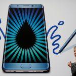 下載自路透 A woman speaks on an Apple phone as she passes an advert for the Samsung Galaxy Note 7 in London, Britain, September 2, 2016.  REUTERS/Luke MacGregor/File Photo - RTSNALB
