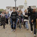靠著「仿生」裝置,半身癱瘓女子完成馬拉松賽事