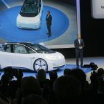 下載自美聯社Volkswagen CEO Herbert Deiss introduces the new Volkswagen electric car during a press conference at the Paris Motor Show in Paris, France on Thursday, Sept. 29, 2016. Many major automakers are finding the Paris auto show, held in a city whose mayor wants to ban diesels to reduce pollution, as a fine place to show off new zero-emission electric cars. (AP Photo/Michel Euler)