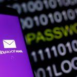 下載自路透 Yahoo Mail logo is displayed on a smartphone's screen in front of a code in this illustration taken in October 6, 2016. REUTERS/Dado Ruvic - RTSQXZA