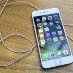 下載自路透 An iPhone 7 is displayed in a store in London, Britain October 4, 2016. REUTERS/Stefan Wermuth - RTSQPDW