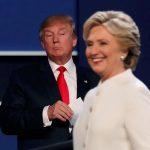 圖片來源:《達志影像》 圖片取自路透社 Republican U.S. presidential nominee Donald Trump and Democratic U.S. presidential nominee Hillary Clinton finish their third and final 2016 presidential campaign debate at UNLV in Las Vegas, Nevada, U.S., October 19, 2016.      REUTERS/Mike Blake       TPX IMAGES OF THE DAY      - RTX2PMHB