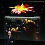 下載自路透 Apple CEO Tim Cook speaks under a graphic of the new MacBook Pro during an Apple media event in Cupertino, California, U.S. October 27, 2016.    REUTERS/Beck Diefenbach   TPX IMAGES OF THE DAY - RTX2QR68