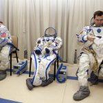 下載自路透 International Space Station (ISS) crew members Russian cosmonaut Oleg Skripochka (R) and U.S. astronaut Scott Kelly prepare for an examination session at the Star City space centre outside Moscow, September 15, 2010. Skripochka and Kelly are due to travel by Soyuz space craft to the International Space Station in October.  REUTERS/Sergei Remezov  (RUSSIA - Tags: SCI TECH TRANSPORT) - RTR2ICS5