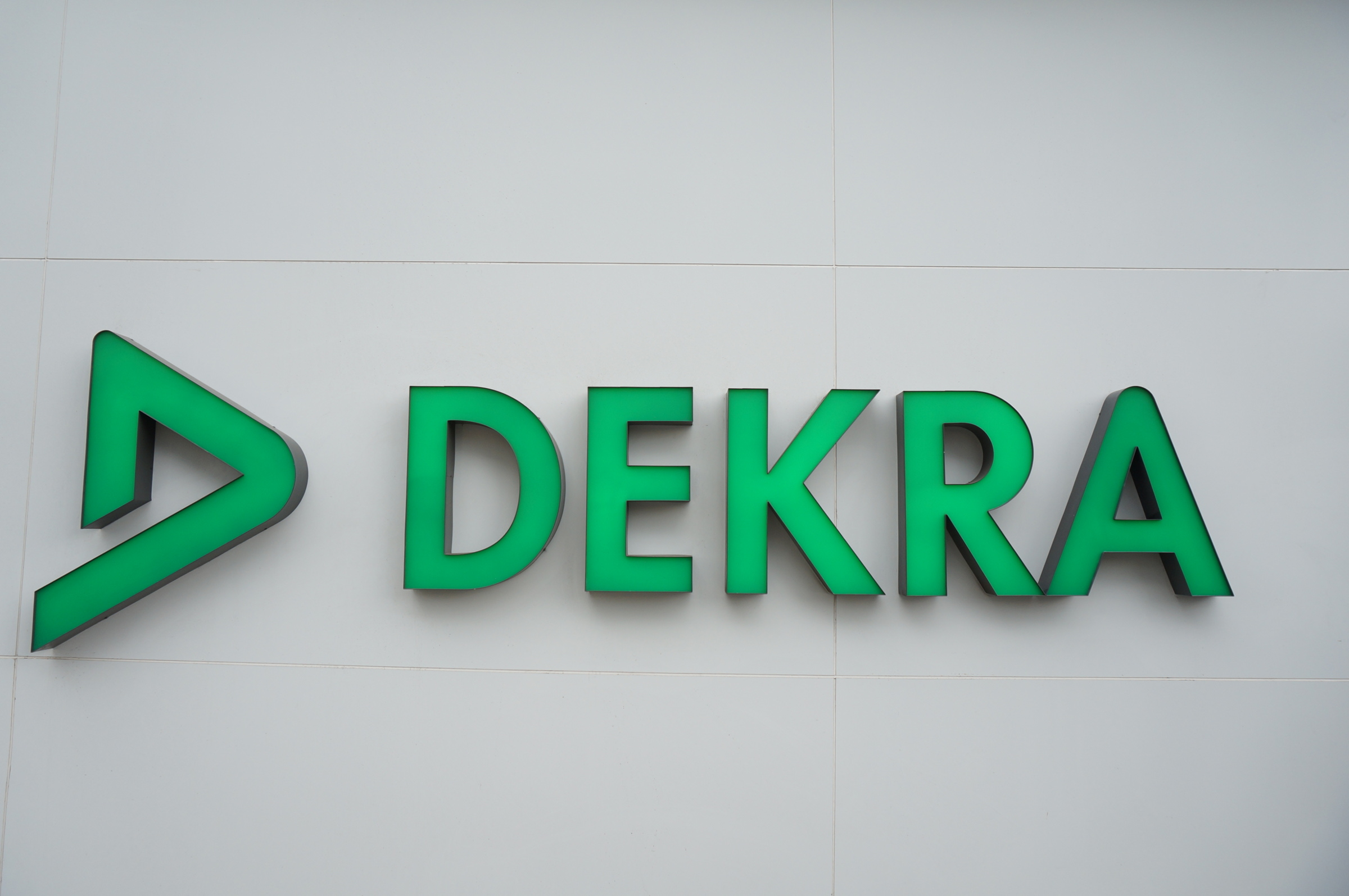 DEKRA-2017-IoV-logo