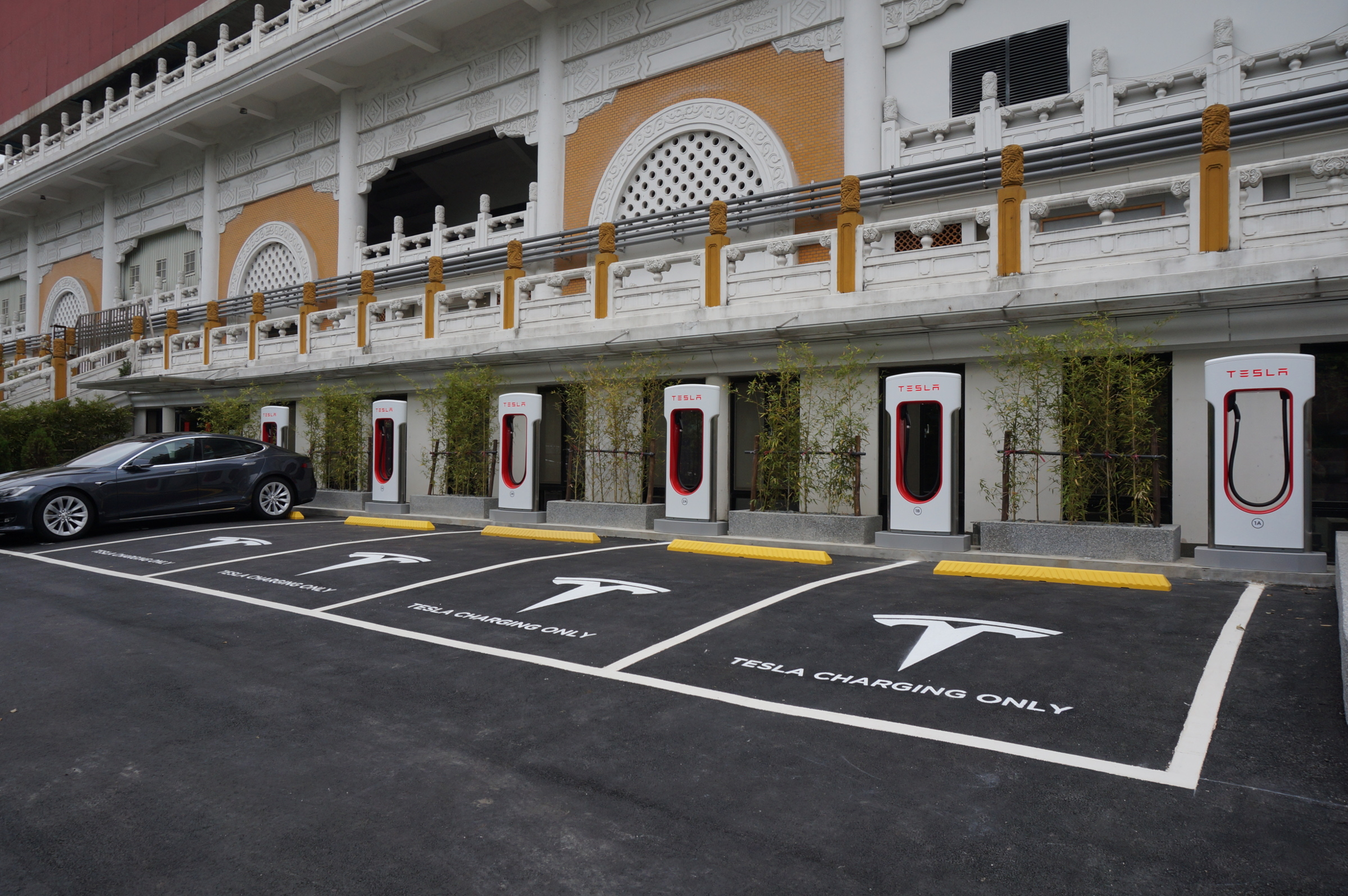 Tesla-Supercharger-in-Taiwan