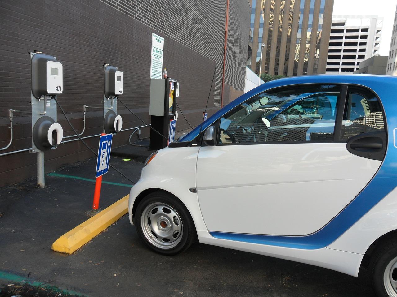 電動機車充換電站,經濟部投資 3.9 億增設 216 站