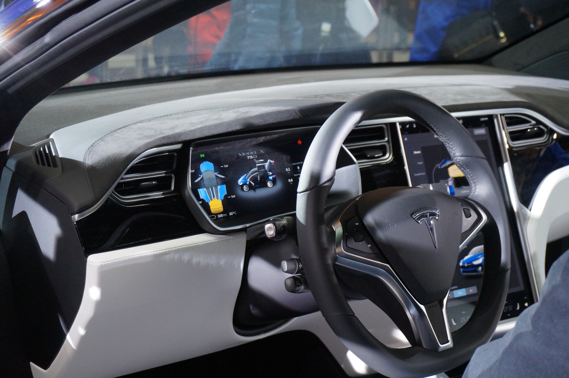 Tesla-Model-X-internal