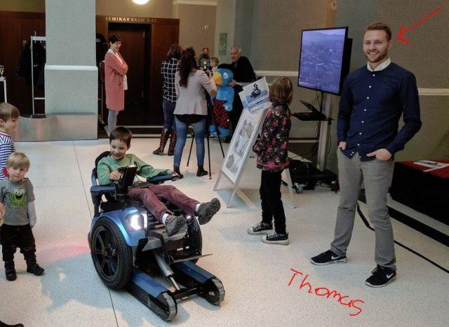 5 名瑞士大學生的「碩士論文」,是一台能爬樓梯的高科技輪椅