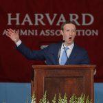下載自路透 Facebook founder Mark Zuckerberg speaks during the Alumni Exercises following the 366th Commencement Exercises at Harvard University in Cambridge, Massachusetts, U.S., May 25, 2017.   REUTERS/Brian Snyder - RTX37NKX
