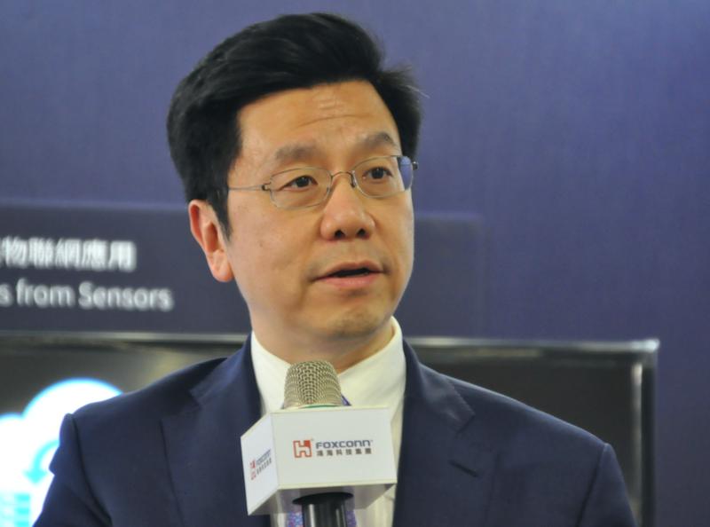 李開復:AI 人工智慧未來十年發展分三波,看好鴻海成為頂尖領導企業