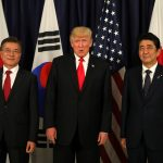 下載自路透 U.S. President Donald Trump meets South Korea's President Moon Jae-In and Japanese Prime Minister Shinzo Abe ahead the G20 leaders summit in Hamburg, Germany July 6, 2017.    REUTERS/Carlos Barria - RTX3ACND
