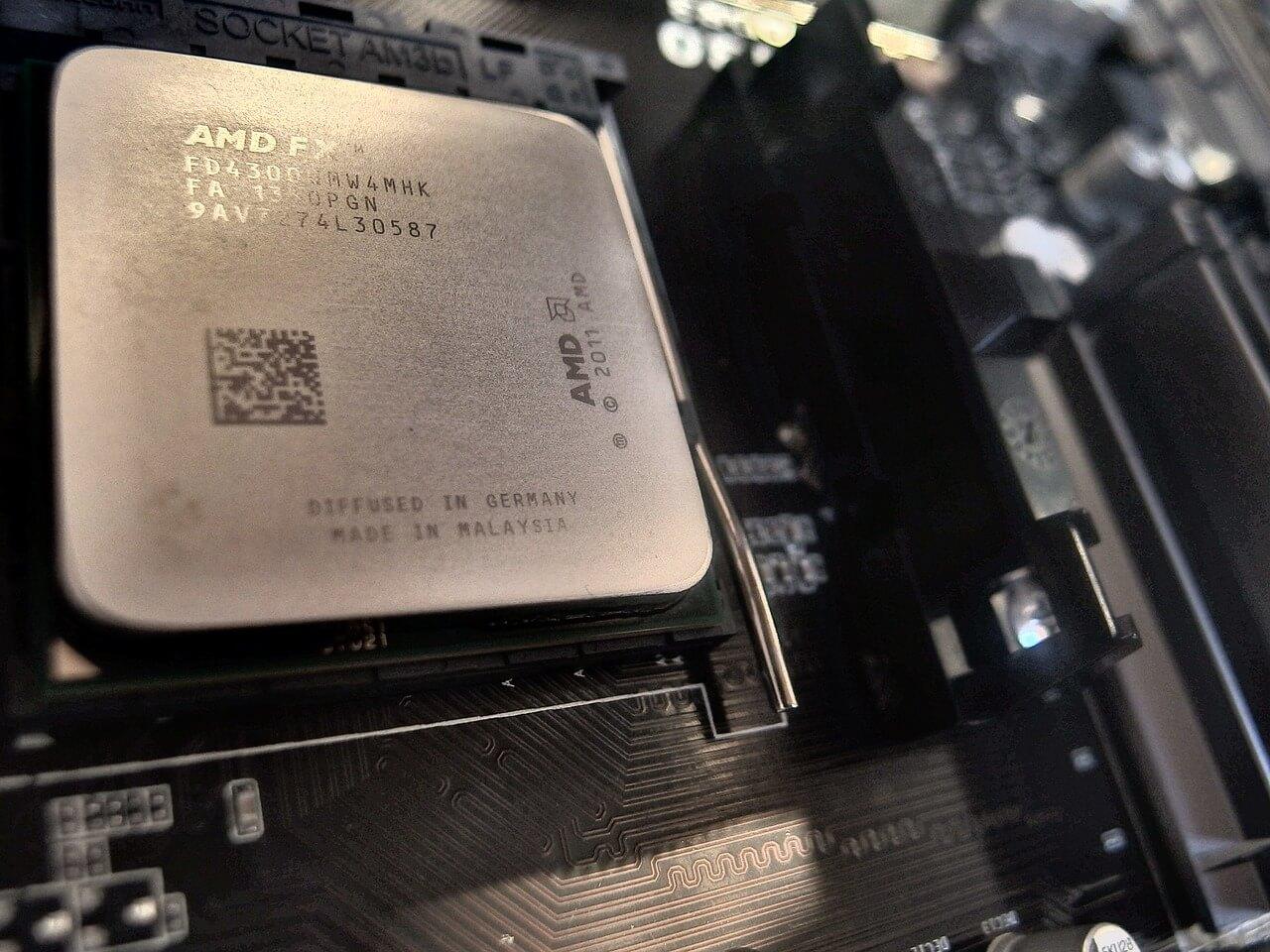 英特爾與AMD 把各自擅長的CPU、GPU 送作堆,背後脈絡是什麼