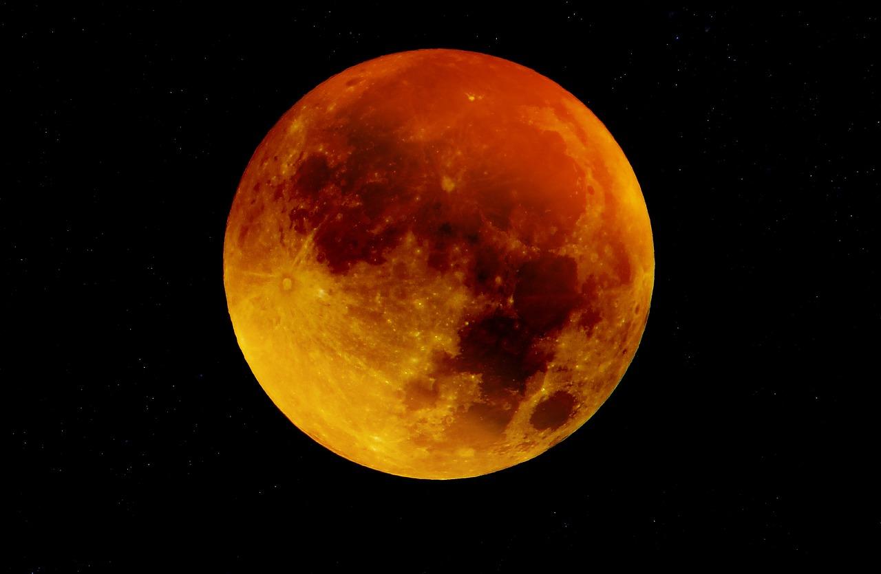 一生偶然見證一次!「超級藍月」月全食睽違 152 年再現