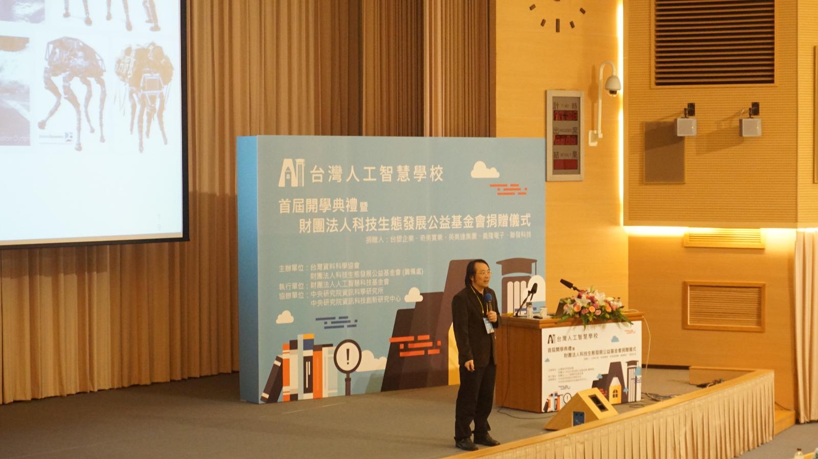 簡立峰:台灣不好不壞的狀況下,要好好認清自己優勢做事情