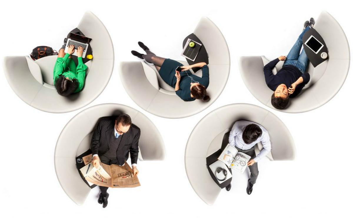 設計蘋果總部的建築公司做了一張圓形椅子,讓你在開放空間也能專注工作