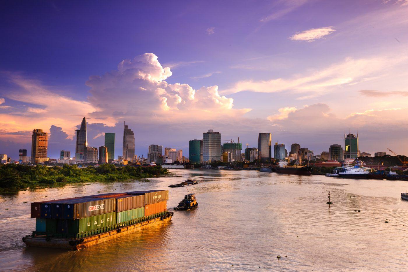 業者憂心貿易戰砸錢遷廠,越南 GDP 衝 8 年高