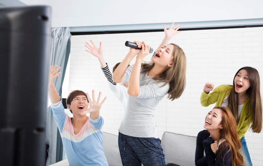 為什麼過了 35 歲,我們到 KTV 只唱舊歌?