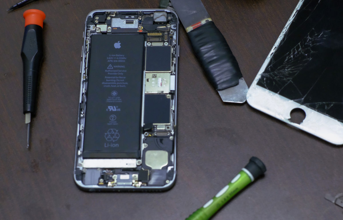 蘋果產品內部維修教學影片流出,連拆 iPhone 都有自家設計的工具