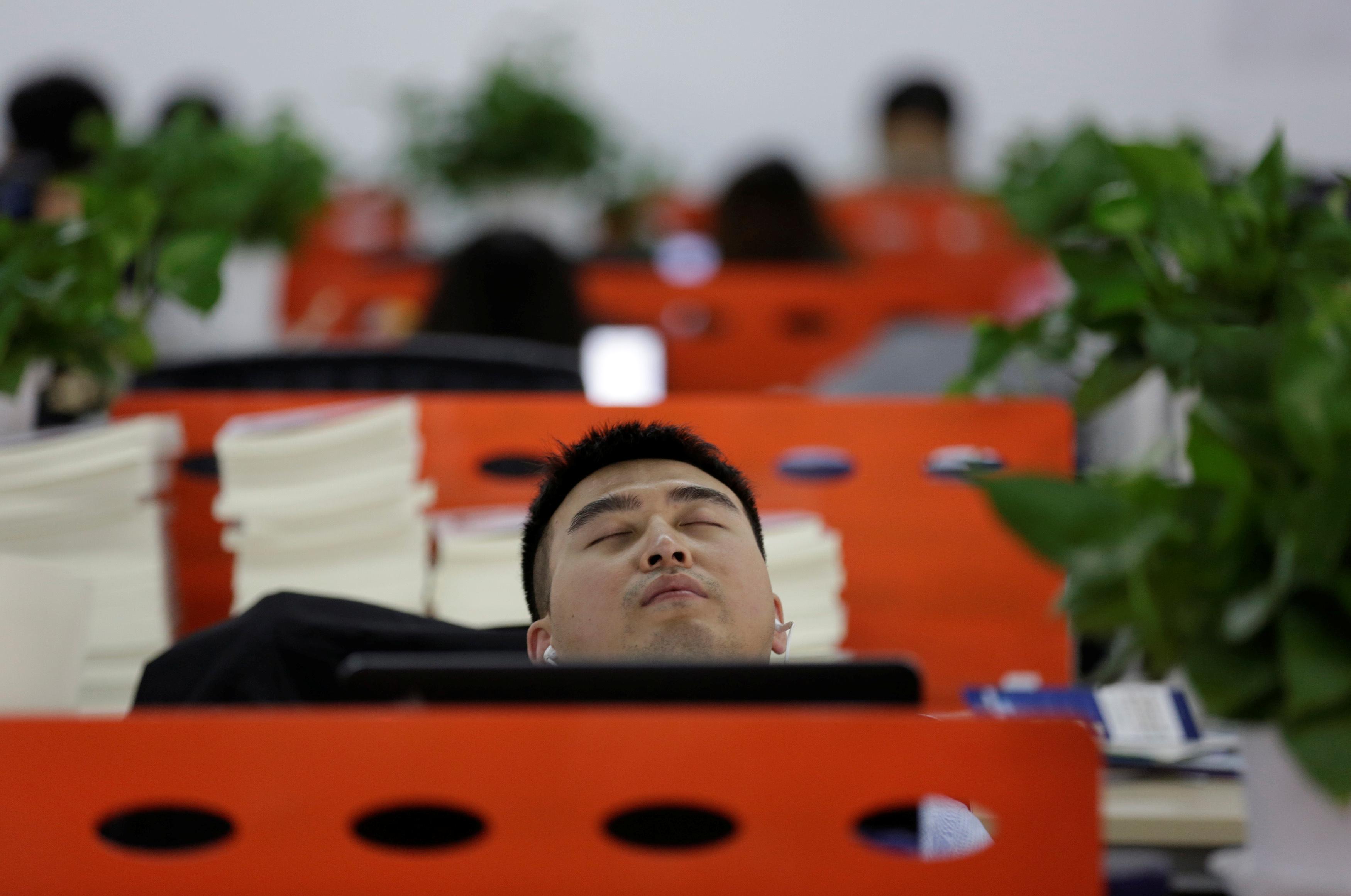大金開發出空調控制系統,透過自動溫度調整驅散員工睡意