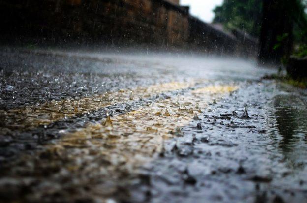 雨水也是天然發電來源,一滴水足以點亮百盞 LED