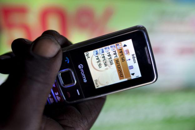 傳統手機發簡訊就能轉帳,肯亞最強電子支付 M-PESA