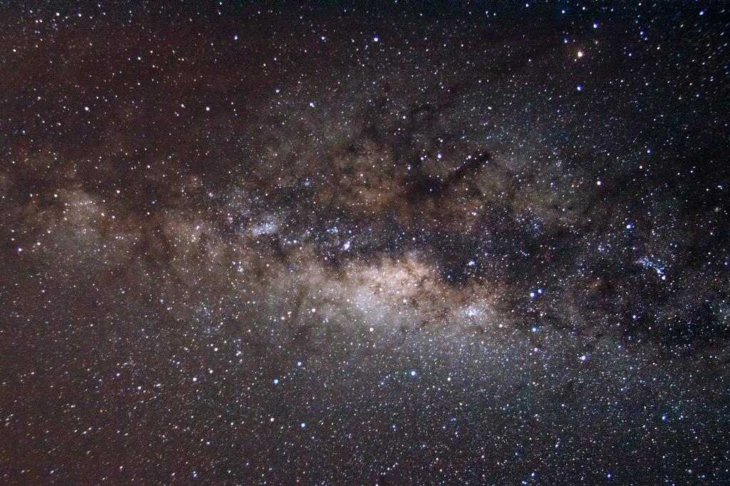 天文學家證實銀河系的中心是個超大質量黑洞
