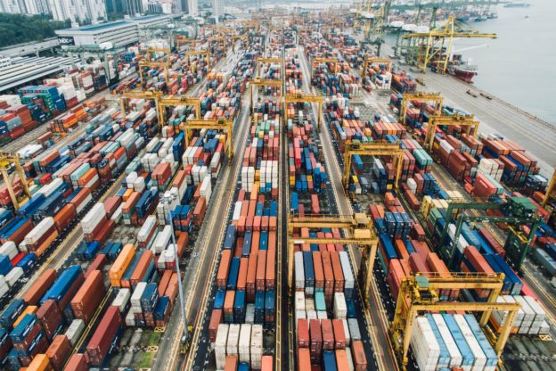 缺貨風暴》貨物塞港運價高漲,全球經濟正被缺櫃威脅