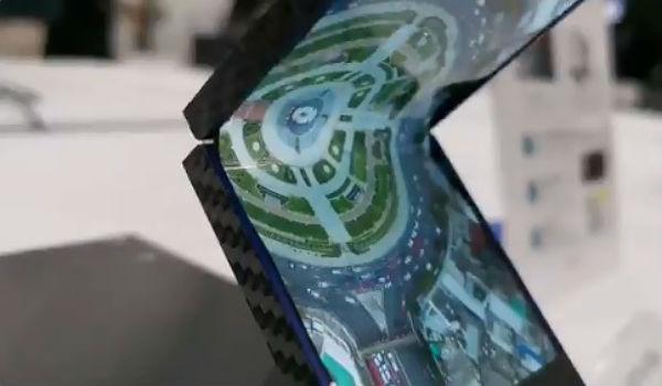 搶日廠頭香!夏普展示摺疊智慧手機試作機,採自家 OLED