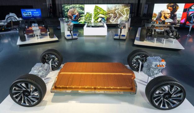 2021 電車襲來》何時能有國民電動神車?關鍵全在車價三成的鋰離子電池