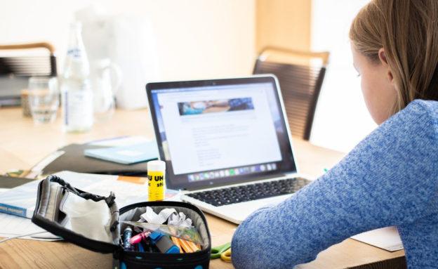 疫情嚴峻,學生遠距學習需求大增。提供線上學習資源,讓師生透過科技來學習。一、台北酷課雲北市遠距教學Q&A,為教師遠距常見問題提供解答二、台北酷課雲居家…