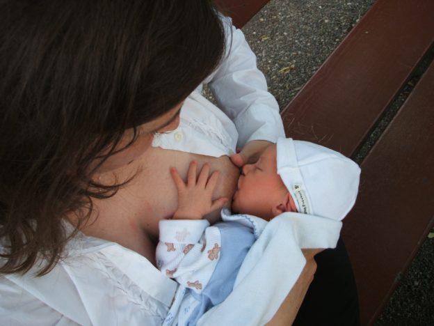 哺乳期能不能打疫苗?COVID-19 疫苗會影響嬰兒嗎?
